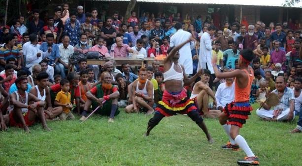 চাঁপাইনবাবগঞ্জে উৎসবমুখর পরিবেশে হয়ে গেলো ঐতিহ্যবাহী লাঠি খেলা