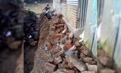 মোহনগঞ্জে সরকারি রাস্তার ইট লুটপাট