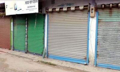নড়াইল পৌর এলাকায় দোকানপাটসহ গণপরিবহন বন্ধ ঘোষণা