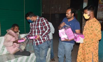 ছিন্নমূলদের পাশে দাঁড়িয়েছেন ছাত্রলীগ নেতা পল্লব