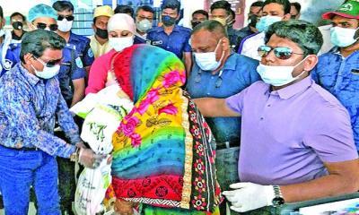 রূপগঞ্জে ৫০ হাজার দরিদ্র মানুষের পাশে বসুন্ধরা গ্রুপ