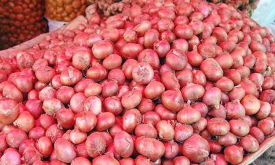 কলাপাড়ায় পেঁয়াজের বাজার উর্ধ্বমুখি