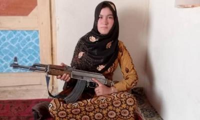 তালেবানের বিরুদ্ধে আফগান কিশোরীর বীরত্বপূর্ণ প্রতিরোধ