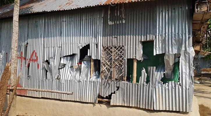 বোয়ালমারীতে দরিদ্র কৃষকের বসতবাড়িতে দুর্বৃত্তদের হামলা