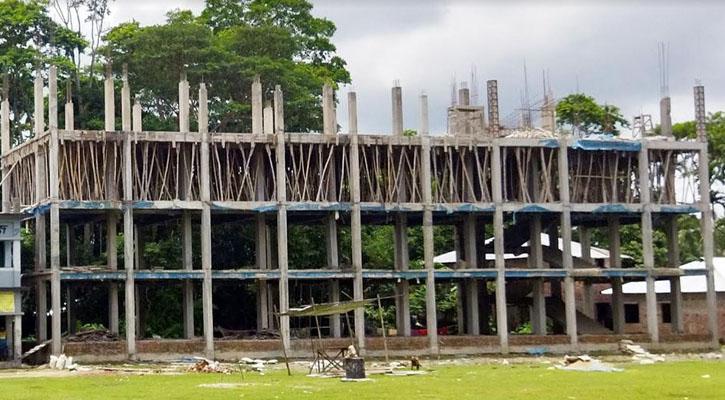 পিরোজপুরে বিদ্যালয় ভবনের নির্মাণে নিম্ন মানের অভিযোগ