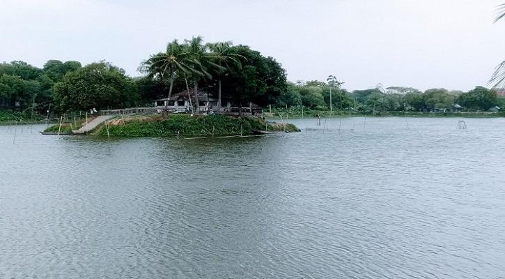 অপরূপ নয়নাভিরাম রূপগঞ্জের 'মাছুমাবাদ দীঘি'