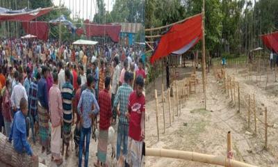 পীরগাছায় সরকারি নির্দেশ অমান্য করে গরু-ছাগলের হাট