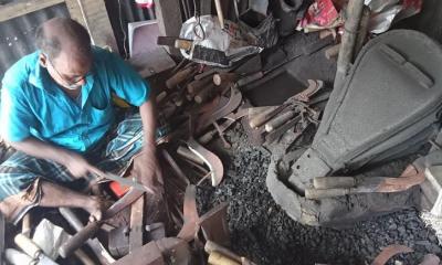 করোনাকালীন কোরবানিতেও বিপর্যয়ে বেতাগীর কামারপল্লী