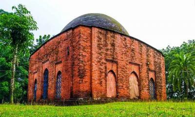 মোঘল স্থাপত্যের নির্দশন বিবিচিনি শাহী মসজিদ