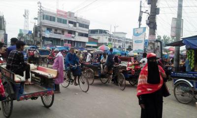 দুপচাঁচিয়ায় যানবাহনের চাপ: বেড়েছে জনচলাচল