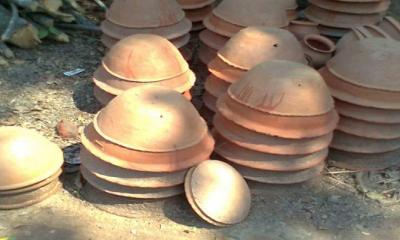 খোকসায় হারিয়ে যেতে বসেছে মৃৎশিল্পের কদর