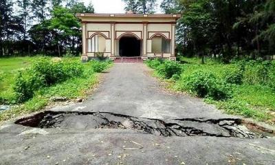 নোবিপ্রবিতে নির্মাণের ৪ মাসেই রাস্তায় ভাঙ্গন