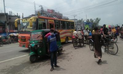 দুপচাঁচিয়ায় জীবনযাত্রা স্বাভাবিক: চলছে গণপরিবহন