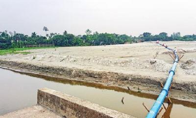 রূপগঞ্জে জমি না কিনে অবৈধভাবে বালু ভরাট