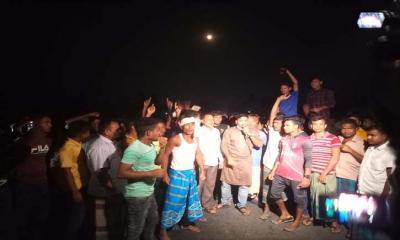 রংপুরে প্রার্থী মনোনয়নে ত্যাগীদের বাদ দেওয়ায় আ`লীগ নেতাকর্মীদের সড়ক অবরোধ