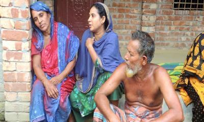 ঝিনাইদহে বাথরুমের সামনে ১০ বছরের শিশু কণ্যার মরদেহ: মৃত্যু নিয়ে ধোয়াশা